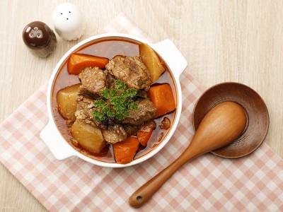 食譜-紅白蘿蔔燒牛腩