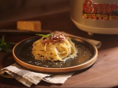 食譜-鍋寶x男人廚房1+1 一鍋到底 培根起司義大利麵